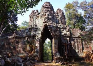 AngkorThom-Gateway-Baphuon-Temple-Cambodia